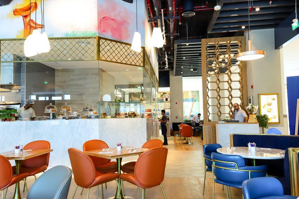 افتتاح مطعم كارلوتشيوز في سوق الينابيع