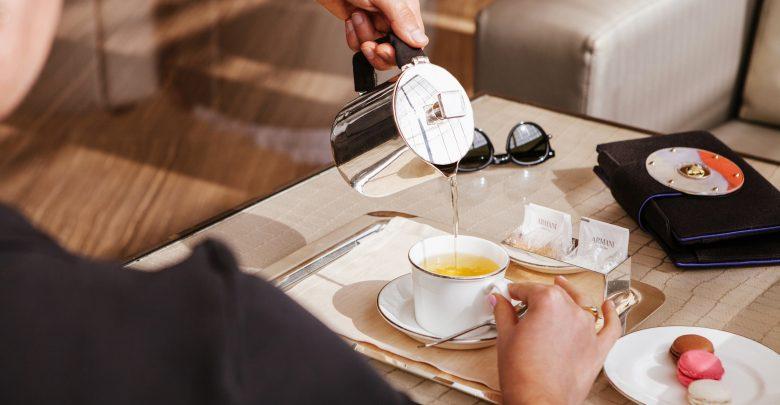 أمسيات الشاي مع الذهب 24 قيراط من أرماني لاونج