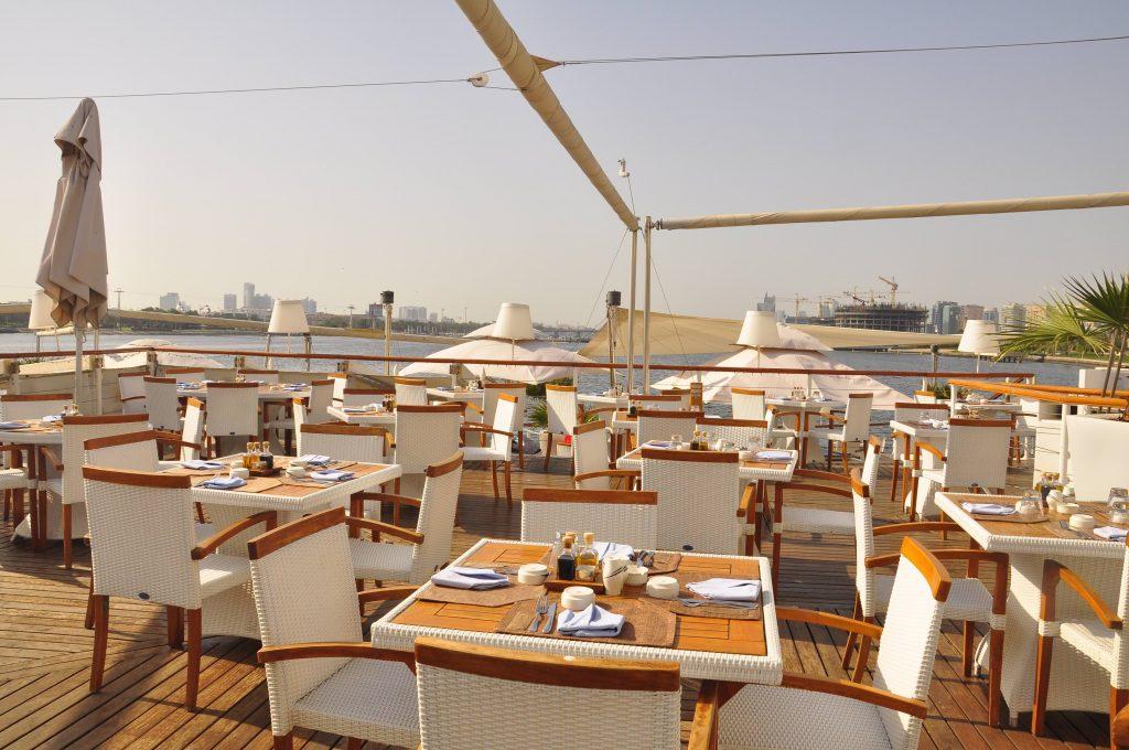 مطعم بوردووك في نادي خور دبي للجولف واليخوت