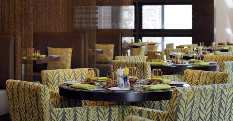 مطعم بيسترو في فندق كورت يارد باي ماريوت