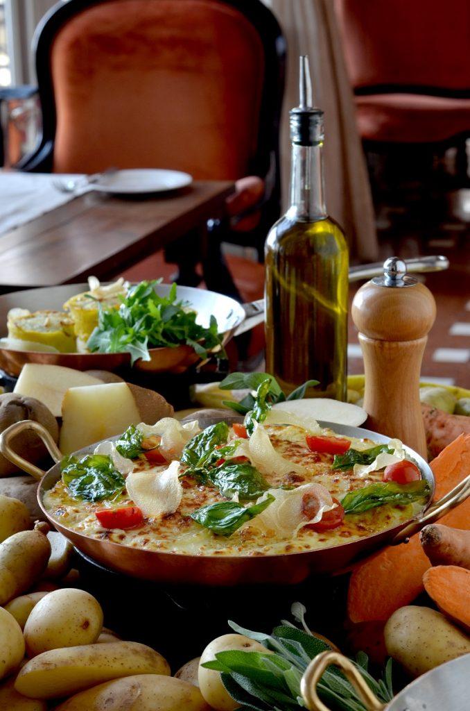 مطعم فيلا توسكانا في فندق سانت ريجيس أبوظبي