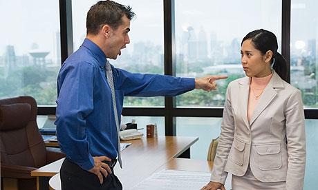 أسباب حاسمة ستسبب لك الطرد من العمل في دبي
