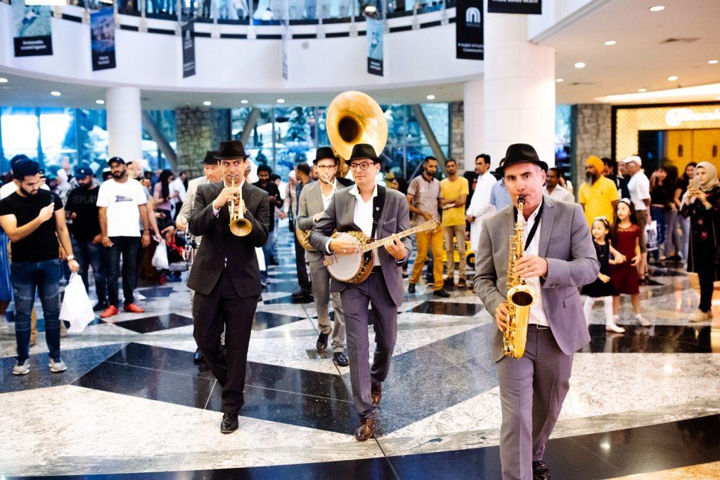 فرقة كنج تشارلز في مول الإمارات خلال عطلة عيد الأضحى