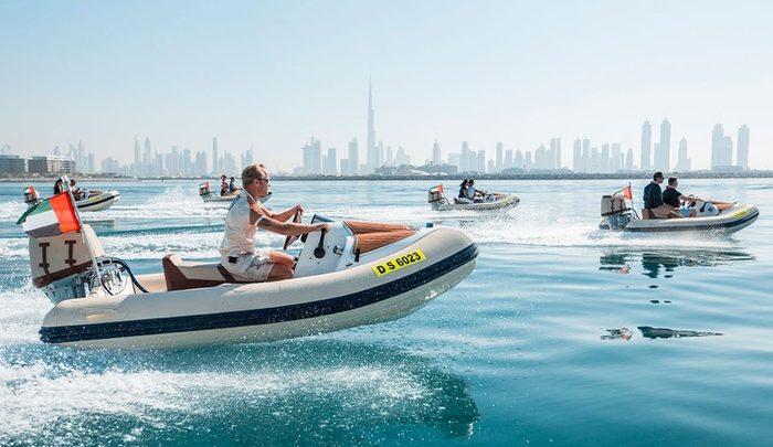 فيديو| تجربة قيادة القارب بنفسك في دبي