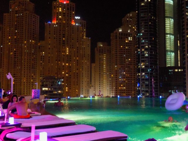 حفلة Shades Pool Party