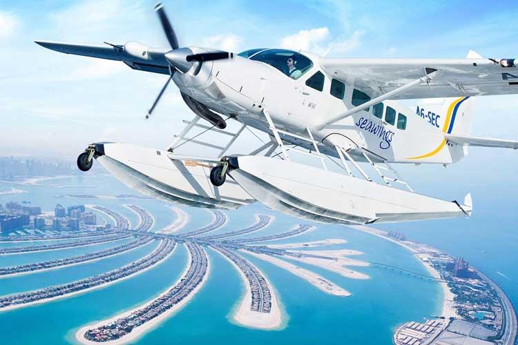 ركوب الطائرة المائية