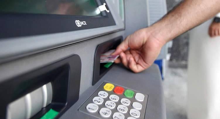 أسباب تجميد الحسابات البنكية في الإمارات