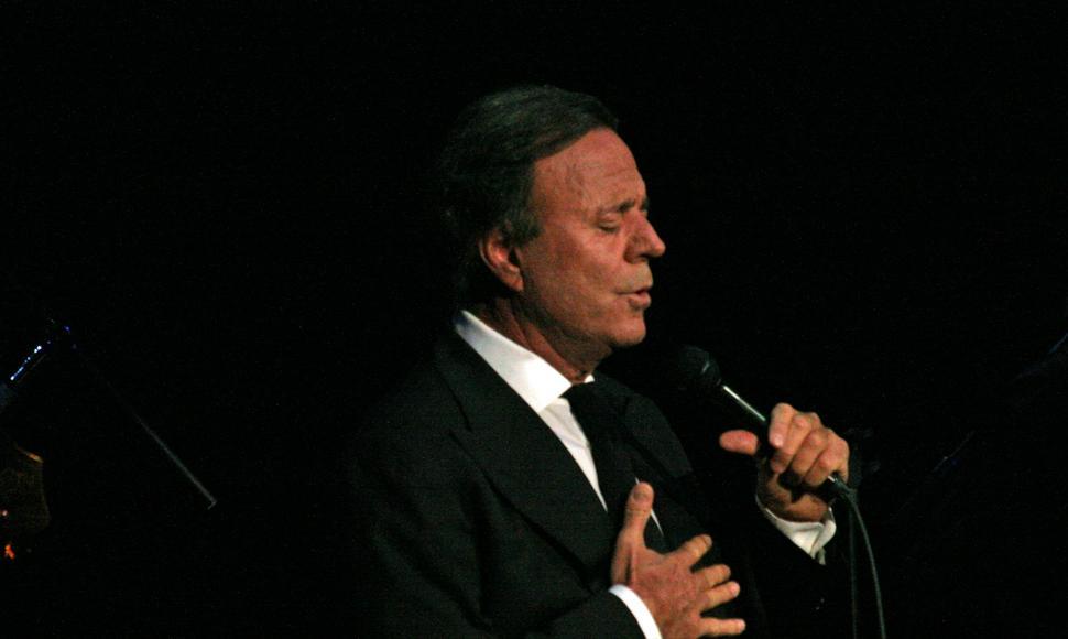 خوليو إيغليزياس