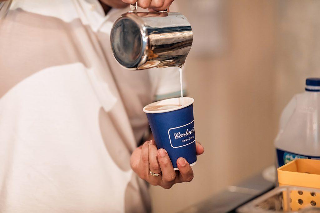 قهوة مجانية من مطاعم كارلوتشيوز