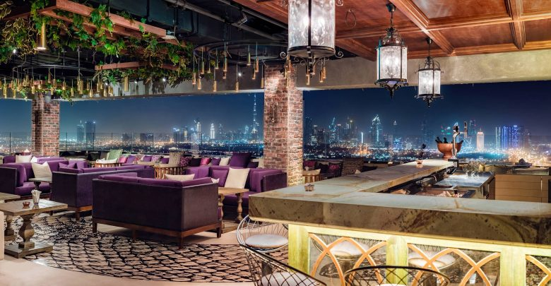 إيف لاونج في فندق حياة ريجنسي دبي كريك هايتس