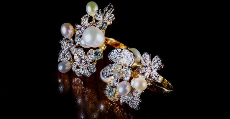 معرض أبوظبي للمجوهرات والساعات