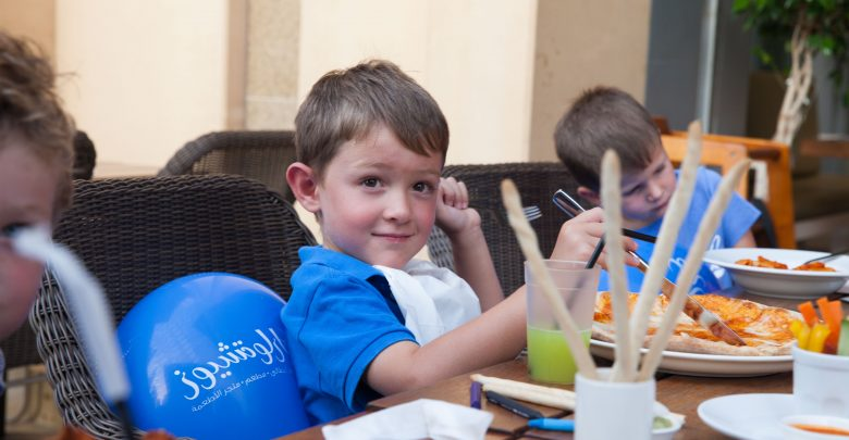 وجبات مجانية للأطفال خلال شهر سبتمبر من كارلوتشيوز
