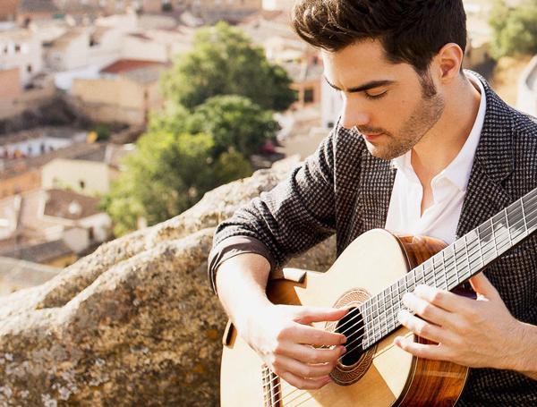 عازف الجيتار ميلوس كاراداجليكمع Milos Karadaglic