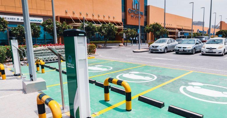 شحن السيارات الكهربائية مجاناً من سيتي سنتر معيصم