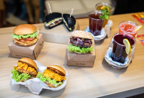 INDOORS أول سوق داخلي لمأكولات الشارع في دبي -1