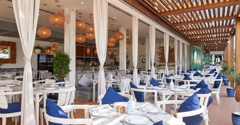 مطعم أموس في فندق ريكسوس