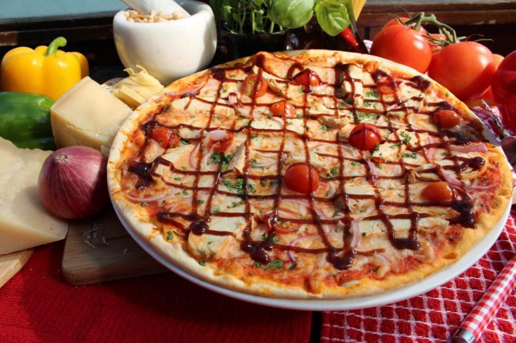الأطباق الإيطالية من مطعم فورنو أونو في مركز الغرير