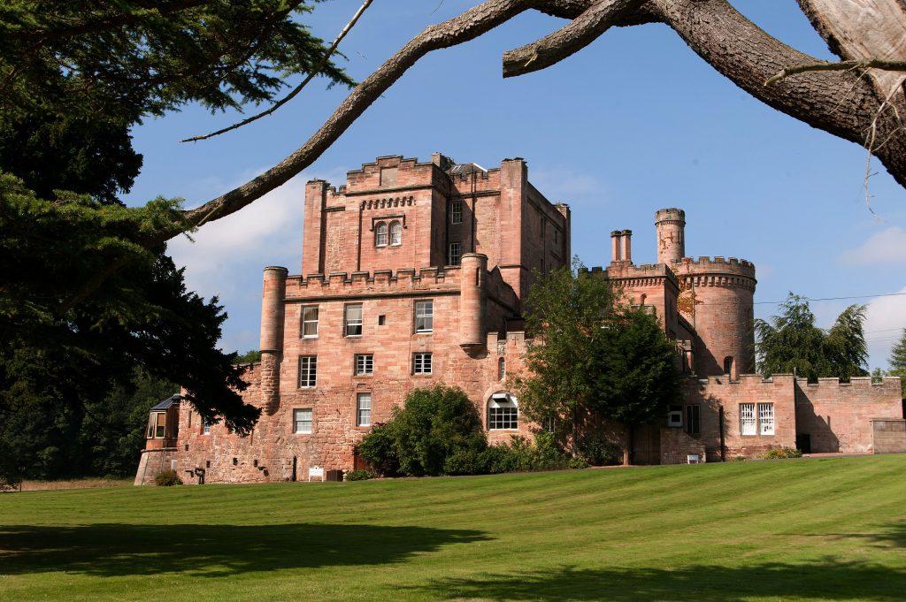 قصر وسبا دالهوزي في سكوتلندا