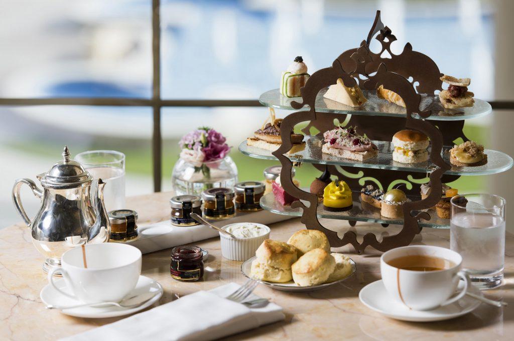 شاي ما بعد الظهيرة من سيدرا لاونج في حبتور بالاس