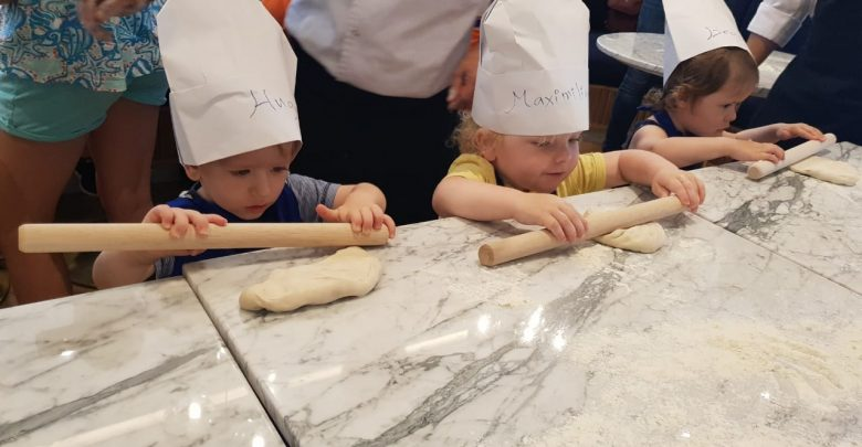 دروس طهي للصغار من سلسة مطاعم كارلوتشيوز في الإمارات