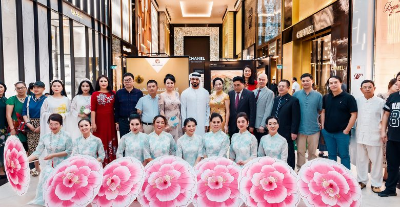 معرض فن من القلب في مول الإمارات