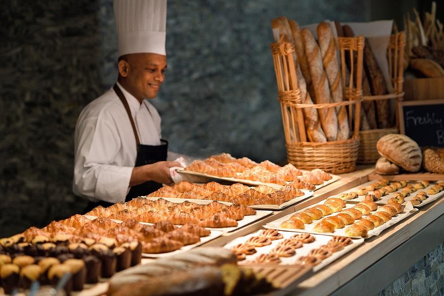 بوفيه الفطور اليومي من مطعم كزبرة