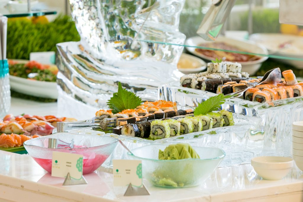 برنش الجمعة من مطعم أوليا في منتجع سانت ريجيس السعديات