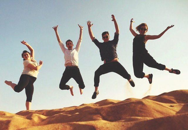 صور تذكارية للقفز Jumping selfie