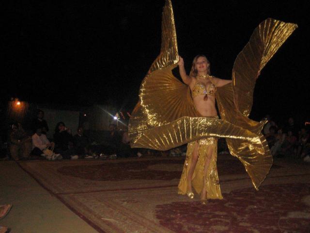 استمتع بعروض الرقص العربي Enjoy the Arabian Dance Shows