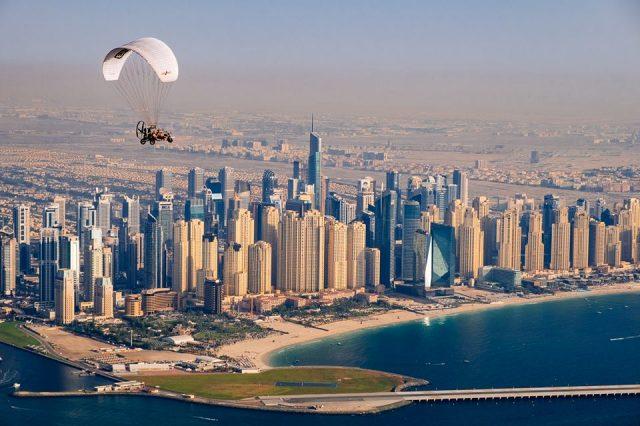 5 مغامرات في سماء دبي لابد أن تخوضها