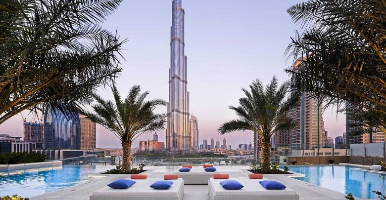 مسابح بإطلالة جميلة على برج خليفة