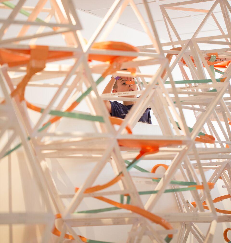 لعبة المسارات الورقية من متحف الأطفال أولي أولي