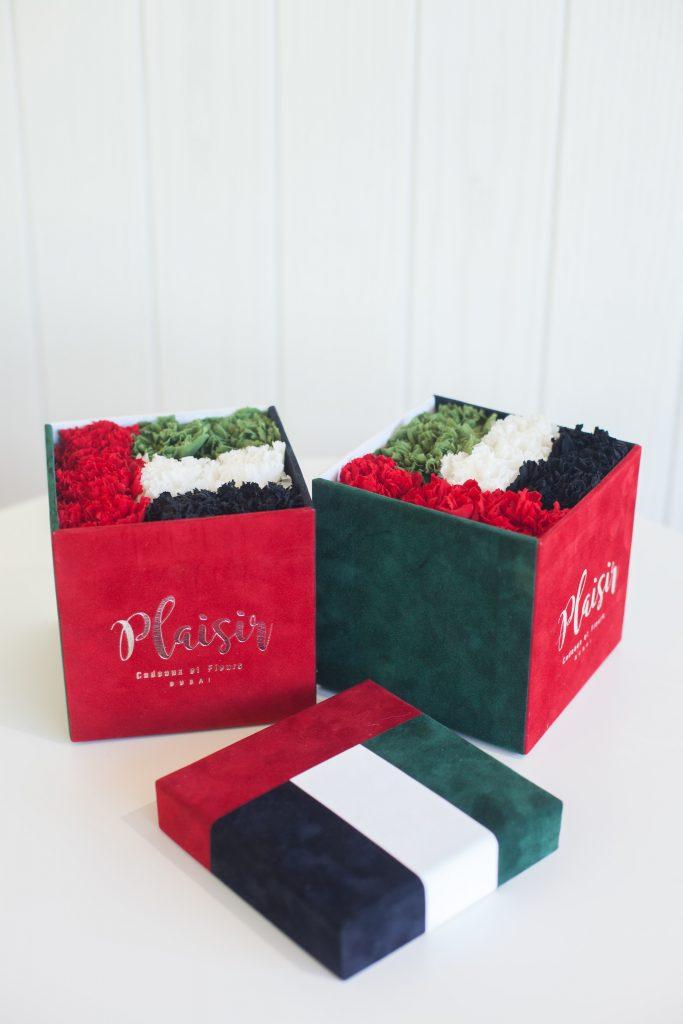 صناديق هدايا بألوان العلم الإماراتي من بليزير كادو إيه فلور