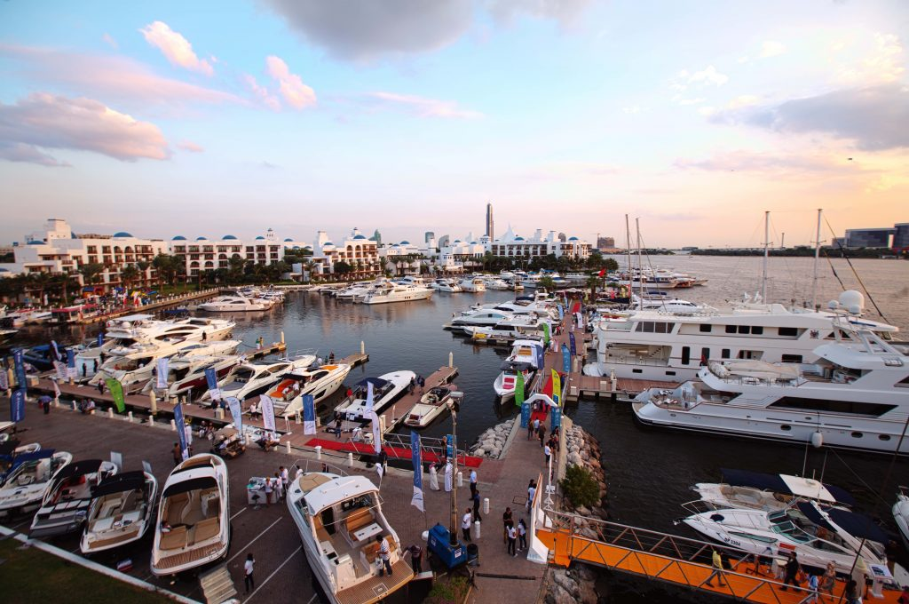 معرض دبي للقوارب واليخوت المستعملة في مرسى خور دبي