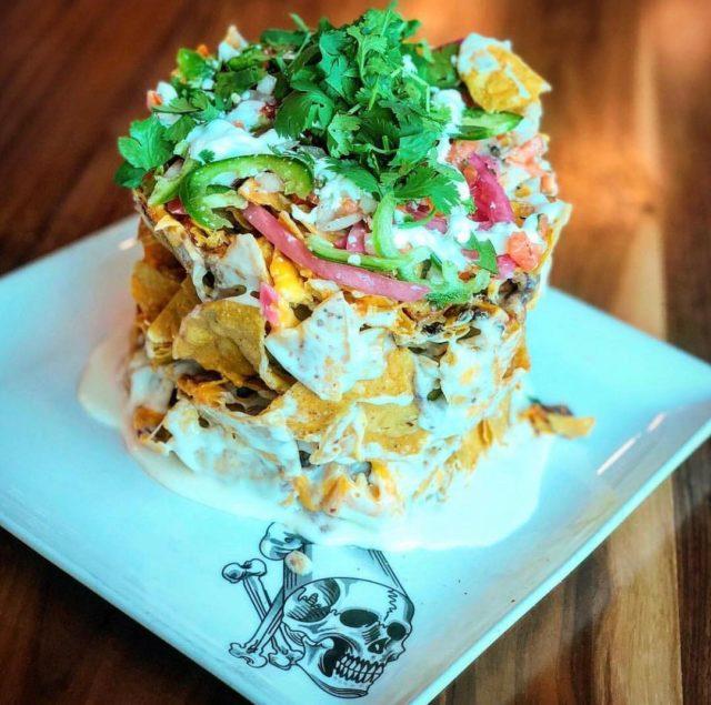 طبق الناتشوز فيسينما ريلTrash can nachos at Guy Fieri's