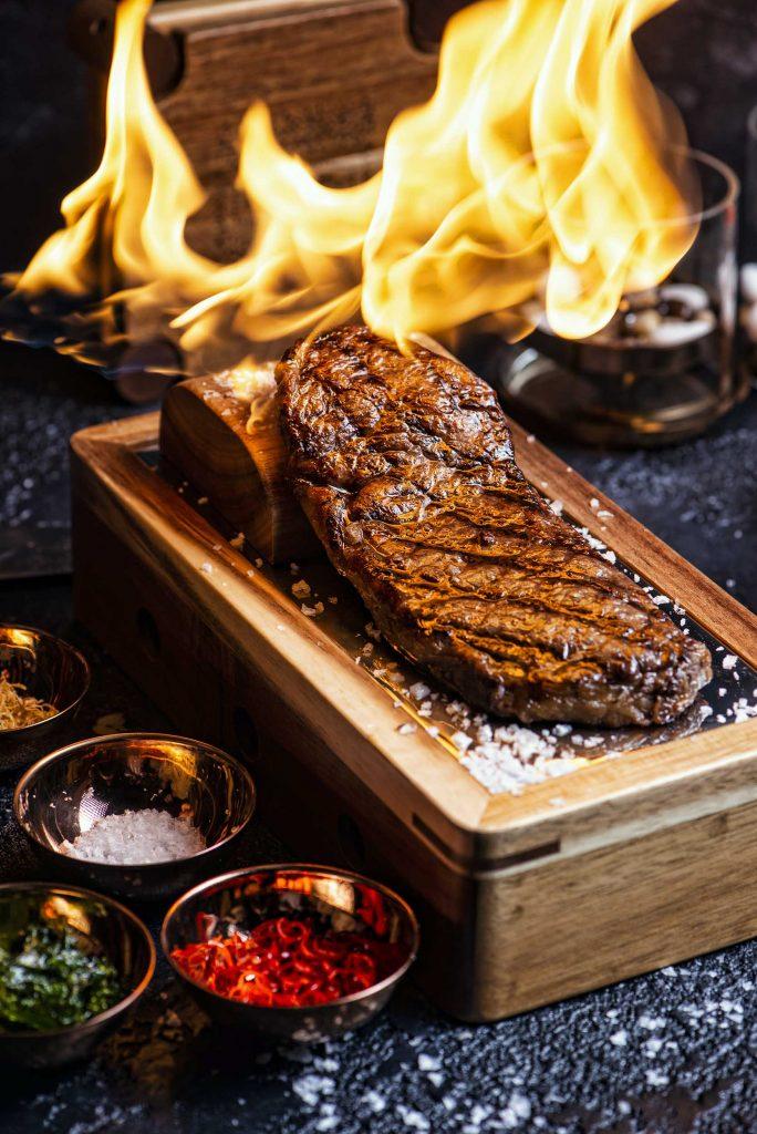 مطعم دورز في منطقة السيف بخور دبي
