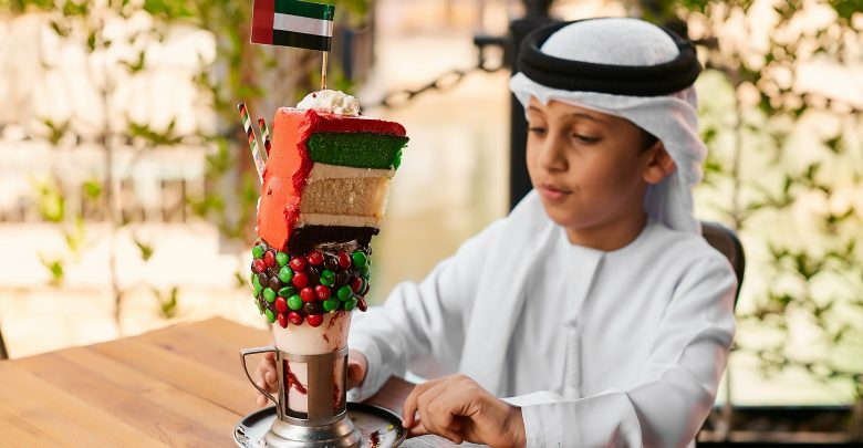 كرايزي شيك بألوان العلم الإماراتي من بلاك تاب