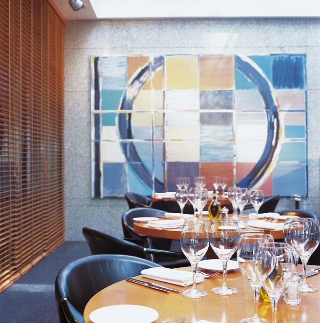 مطعم جلاس هاوس براسيري في فندق هيلتون خور دبي