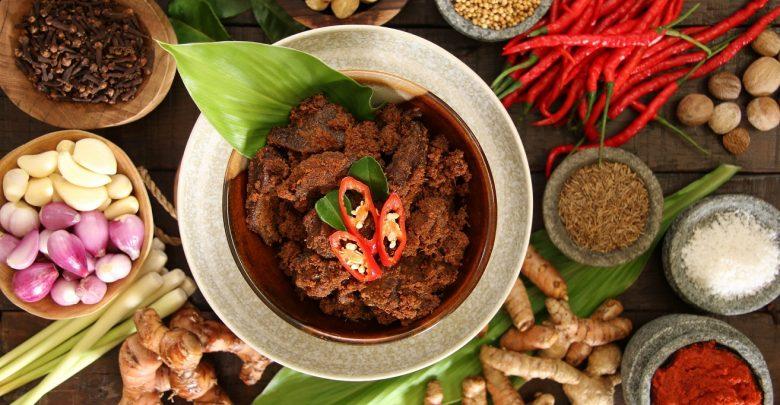 الأطباق الإندونيسية من بيور سكاي لاونج
