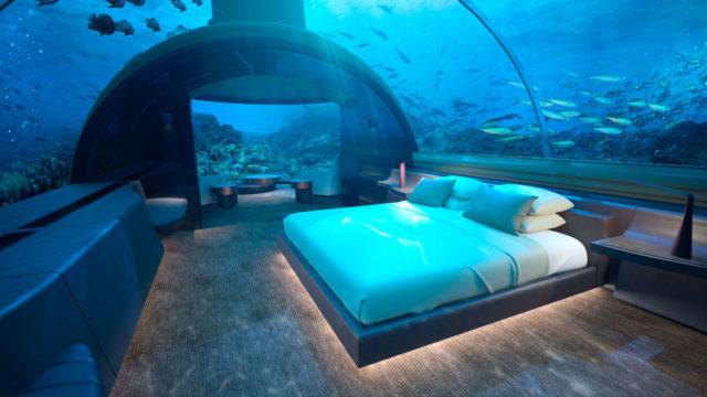 فندق تحت الماء في جزر المالديفUnderwater hotel in Maldives