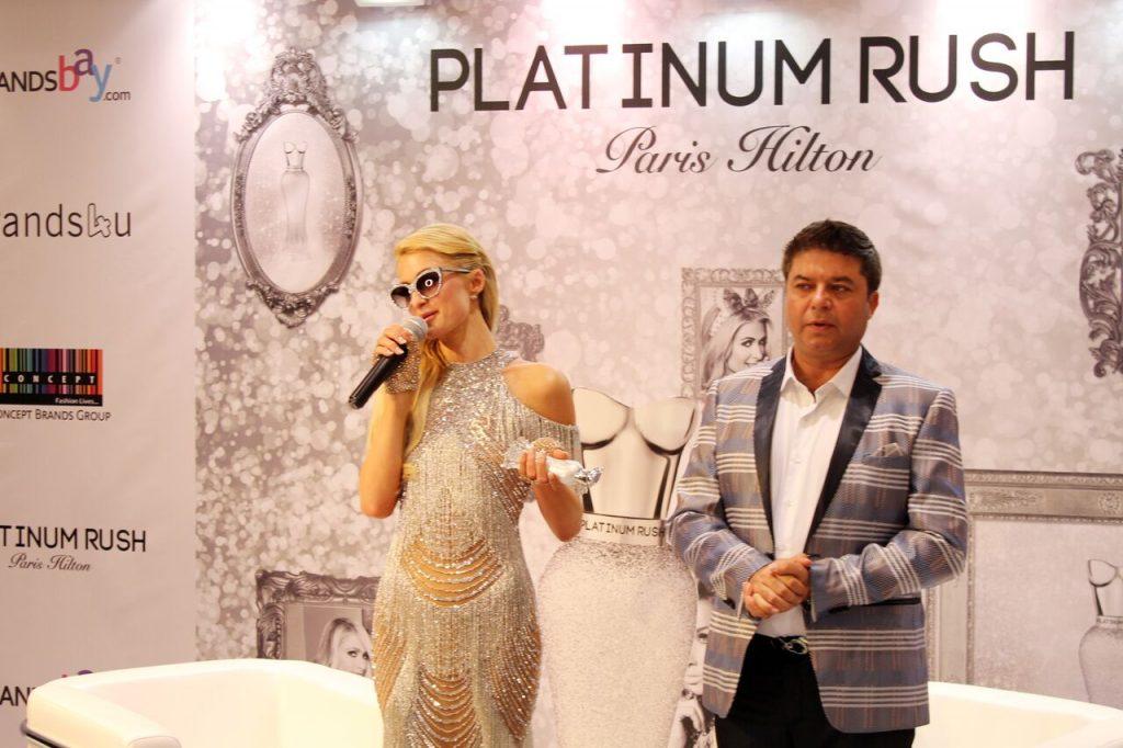 باريس هيلتون تفاجئ معجبيها في دبي!!