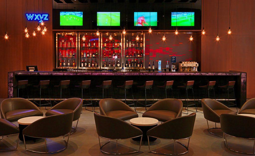 مطعم وكافيه WXYZ في فندق ألوفت معيصم