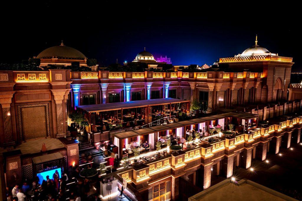 تراس مطعم هاكاسان في قصر الإمارات أبوظبي