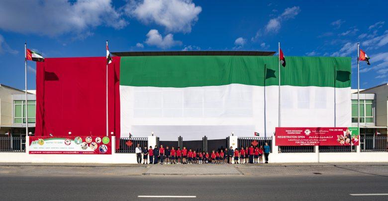 أكبر علم لدولة الإمارات في مدرسة أونتاريو الدولية الكندية