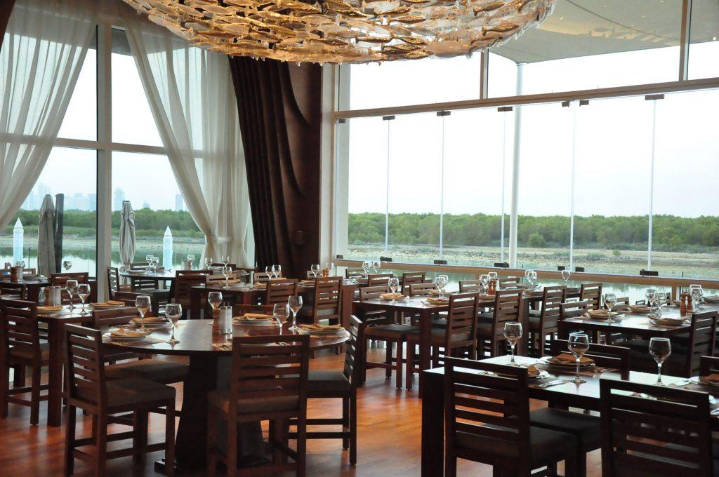 مطعم فلوكا بروميناد القرم الشرقي أبوظبي