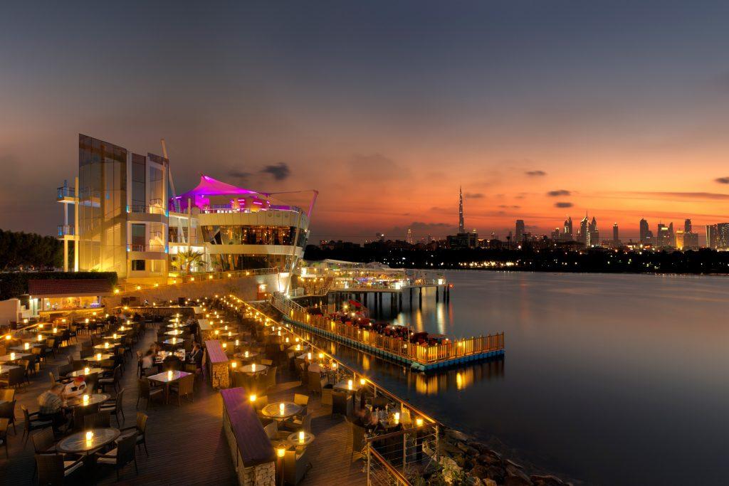 مطعم كيوديز في نادي خور دبي للجولف واليخوت