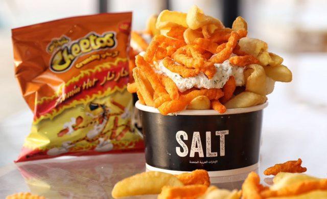 طبق البطاطس المقلية الساخنة Flamin 'Hot Cheetos و شرائح اللحم