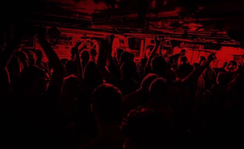 حفلة مجانية تحت الماء في ذا هاتش The Hatch