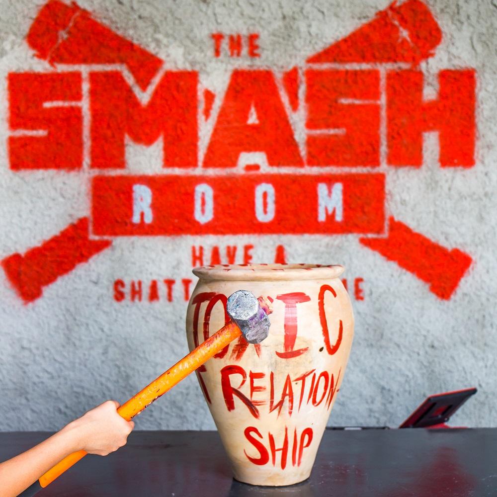 أمسية السيدات من غرفة التحطيم The Smash Room