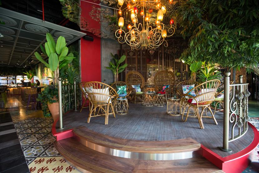 المطعم الفريد من نوعه ماما زونيا في دبي مارينا